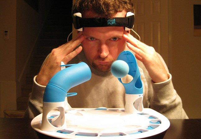 Jogo inovador movido a pilhas é controlado pelos pensamentos do usuário