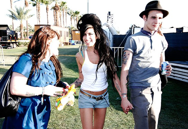 Amy at Coachella in 2007 with her Blake Fielder-Civil and Kelly Osbourne