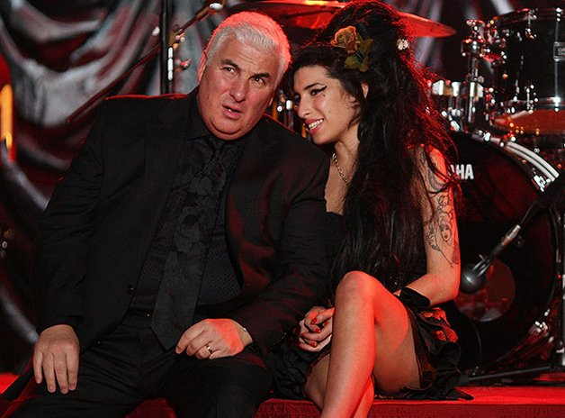 Amy sits with her father Mitch waiting for the 2008 Grammy annoucement
