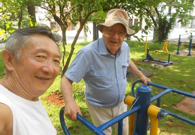 Aposentado repara equipamentos de ginástica pelos parques de SP