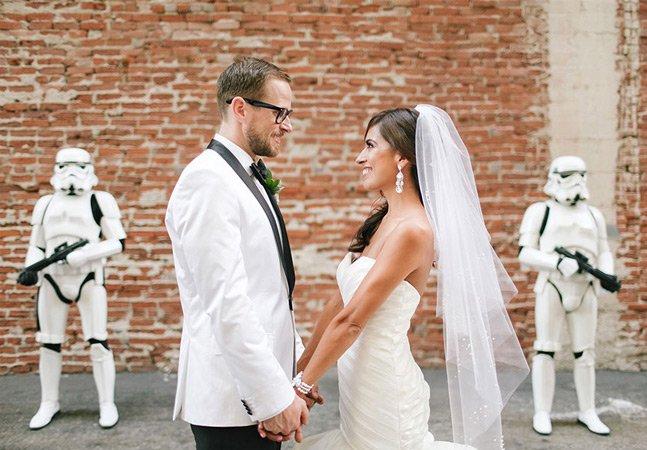 Casal criativo inova e se casa com temática da saga Star Wars