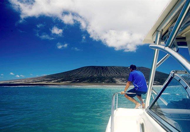 Homem capta primeiras imagens da nova ilha que emergiu no Pacífico