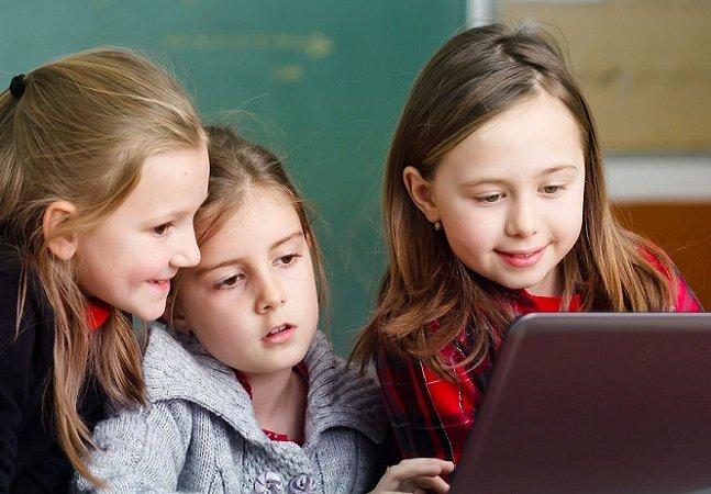 Menina de 11 anos cria clube para ensinar garotas a programar