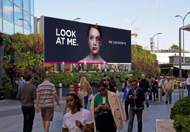 Com ajuda da tecnologia, campanha mostra foto de mulher se recuperando de uma agressão ao ser observada
