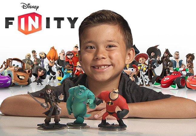 Menino de 9 anos ganha mais de 1 milhão de dólares por ano com canal no YouTube sobre brinquedos