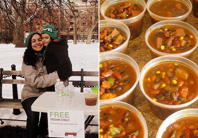 Mãe e filho de 4 anos criam refeições veganas para as distribuir por moradores de rua
