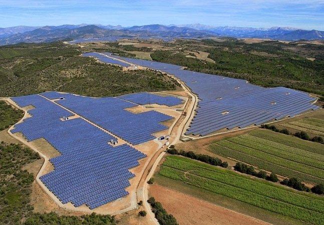Precisamos aprender com a França como produzir energia solar