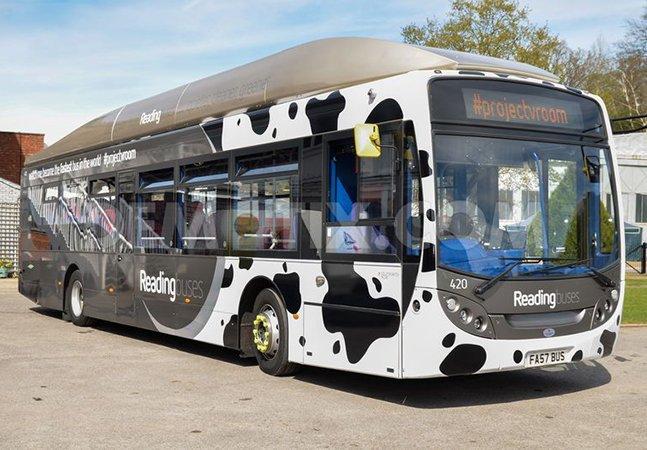 Empresa cria ônibus sustentável movido a cocô de vaca
