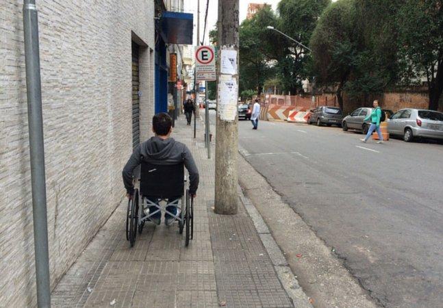 O que aconteceu quando passei um dia andando de cadeira de rodas por SP