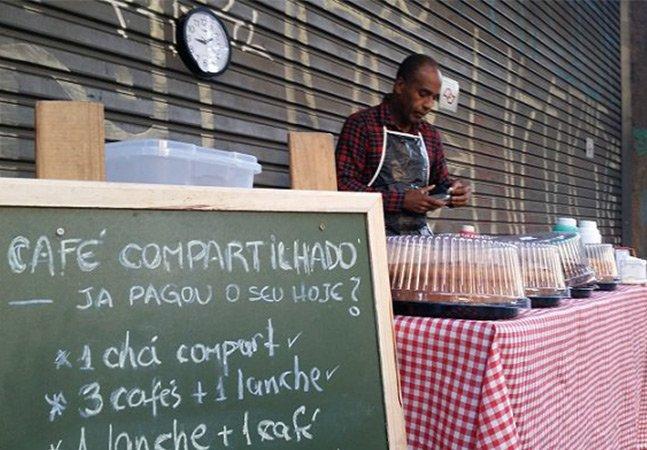 Café compartilhado: nessa barraca de rua você pode deixar um café pago para quem precisa