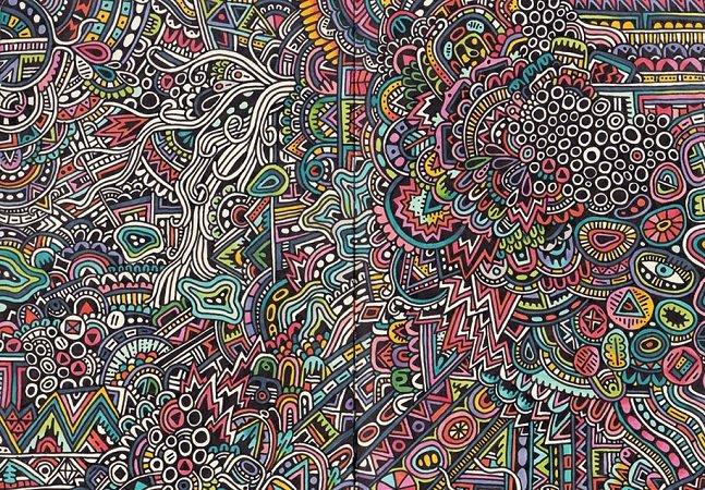 Ilustradora abre seu caderno de rascunhos e revela desenhos hipnotizantes