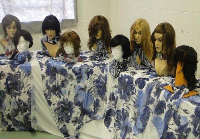 Detentas brasileiras fazem perucas e próteses para mulheres com câncer