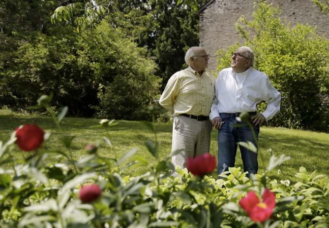 O casal homoafetivo que precisou viver como pai e filho por 15 anos até poder se casar legalmente