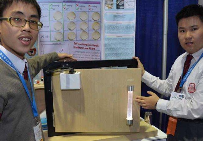 Estudantes criam maçaneta capaz de matar 99,8% dos germes das mãos