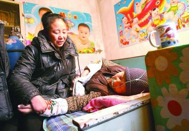 """Pic shows: The former millionaire who has fostered 75 kids. A businesswoman who became a millionaire through investments in coal mining is now hundreds of thousands of pounds in debt after having spent everything on adopting 75 orphans over the past two decades. Li Lijuan, a native of Wu'an County in northern China's Hebei Province, ran a garment business and eventually became a millionaire after successful investments in a coal mine in the 1980s. Lijuan, 46, adopted her first orphan in 1994 - a boy from the south-western province of Sichuan. And since then, she has adopted dozens more, all children who were abandoned because of illness or disabilities, or orphaned because of natural disasters and other misfortunes. Over the past 19 years, 75 children have been fostered by Lijuan, who began eating into her savings in 2008 after the coal mine she invested in shut down for urban planning purposes. She is now some 2 million RMB (200,000 GBP) in debt. Despite her financial difficulties, Lijuan has continued to raise her foster children, sometimes accommodating more than 20 at once. To do this, she has sold her properties as well as other valuables that she possessed. Lijuan also receives donations from charities, but the costs of raising her children, many of whom require extensive operations for disabilities and other birth defects, far outweigh the money she receives. She continues to send children to school in hope that education and knowledge may change their fates. Some of her foster children have gone on to receive university degrees and gain the most coveted work available in China as public servants. But Lijuan's task was made even more difficult when, in 2011, she was diagnosed with early-stage lymphoma, for which she spent a week in hospital receiving treatment. She has always maintained that she could have used the medical expenses of her treatment on the children, who see her as their """"mother"""". In spite of raising dozens of children over the"""
