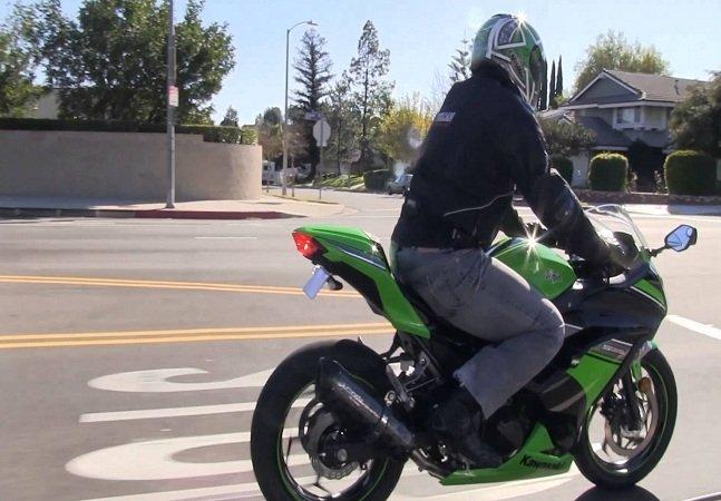Moto movida à água faz até 500km por litro