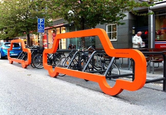 Estacionamento criativo para bicicletas mostra quantas bikes cabem no espaço de um carro