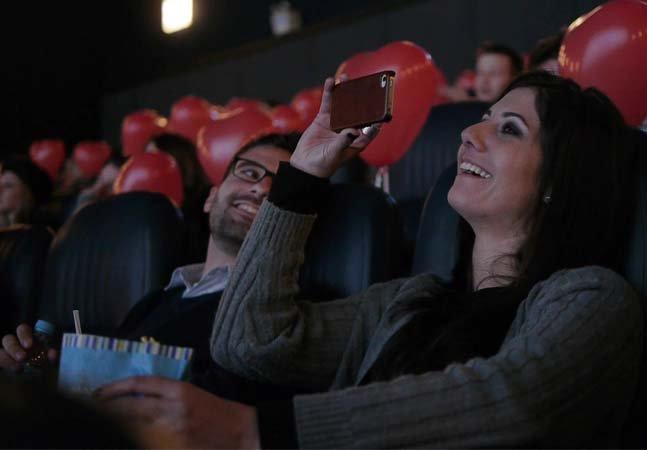 Para o Dia dos Namorados, shopping de Curitiba arranja encontros para solteiros em sessão especial de cinema