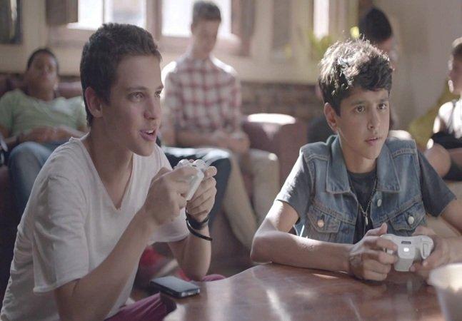 Curta inspirador mostra o que fazer quando descobrir que tem um amigo gay