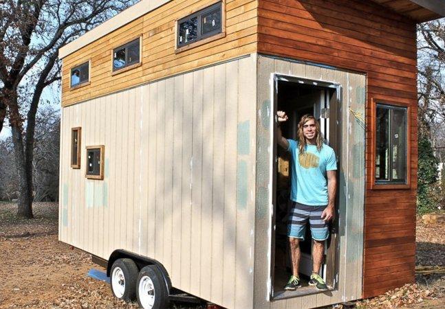 Universitário constrói casa com menos de 15 metros quadrados para evitar dívidas durante a faculdade
