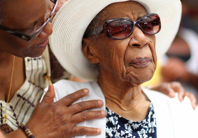 Mulher mais velha do mundo revela seus segredos de longevidade: amor, longas horas de sono e bacon