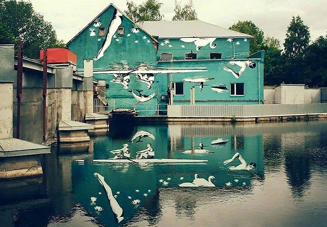 Artista cria mural de cabeça para baixo para que ele possa ser visto através do reflexo na água