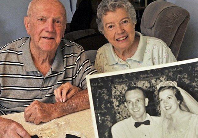 Há 60 anos, casal comemora aniversário de casamento comendo um pedaço do bolo original da festa