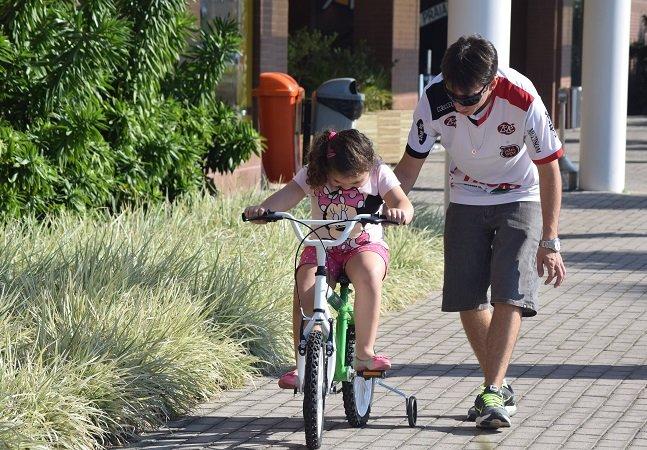 Projeto brasileiro oferece bicicletas pra crianças carentes que querem aprender a pedalar
