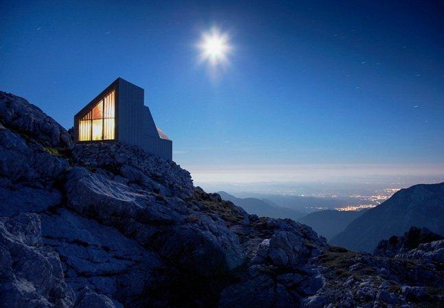 A casa inovadora nas montanhas que funciona como abrigo para alpinistas