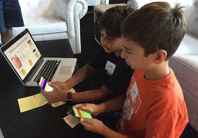 Garotos de 9 e 10 anos criam startup de pagamentos online para pais e filhos