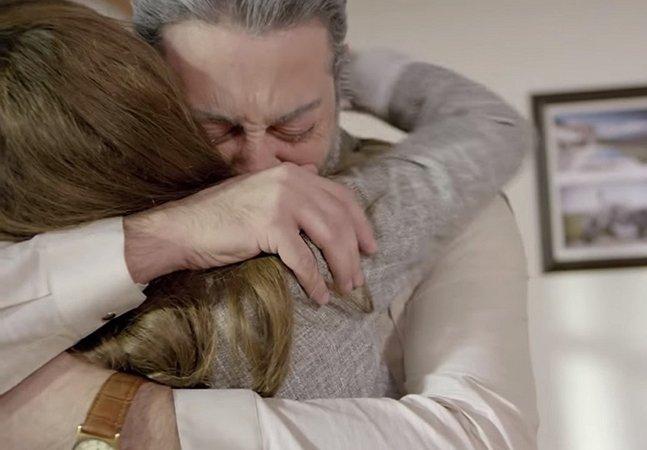 Vídeo emocionante mostra a reação de casais ao verem seus parceiros envelhecendo