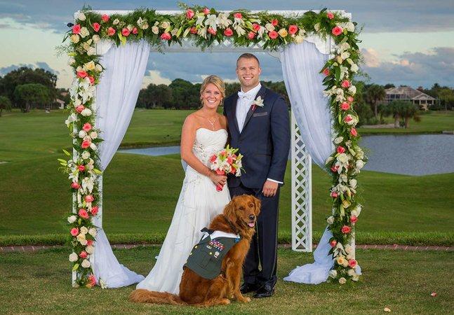 Por que este homem escolheu um cachorro para ser seu padrinho de casamento