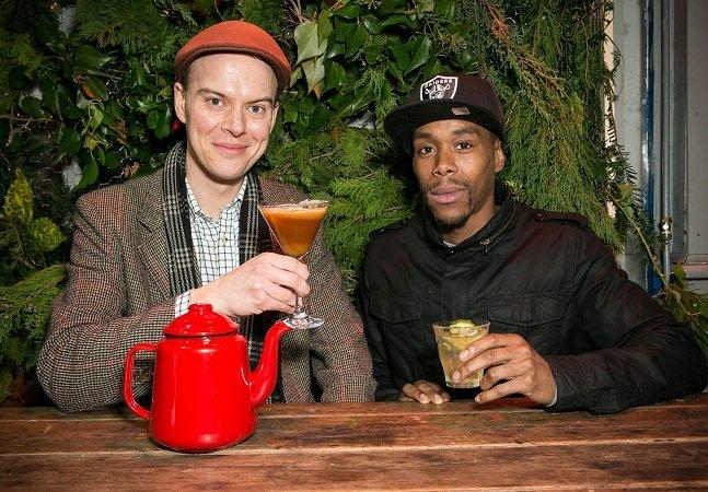 O pub londrino que dispensa a cerveja e oferece xícaras de chá de dia e drinques de chá de noite