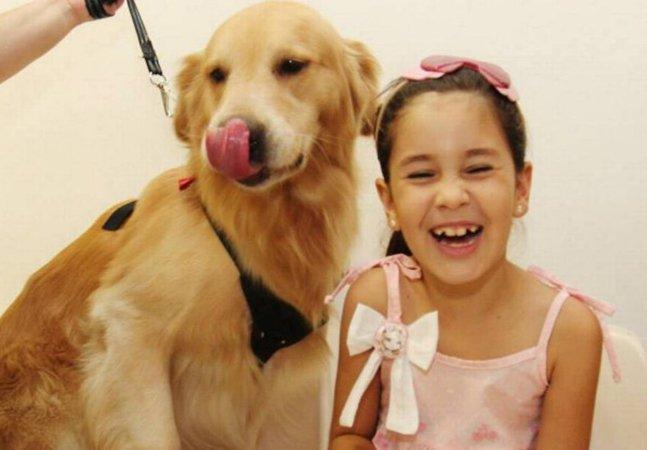 Como cães estão ajudando crianças no tratamento de câncer