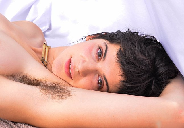 Fotógrafa quebra tabu ao criar ensaio sensual com mulheres que escolheram manter os pelos [NSFW]