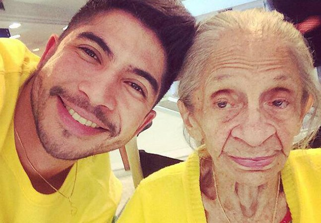 Jovem brasileiro mostra diálogos com a avó com Alzheimer em websérie emocionante