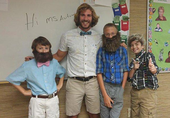 Por que este professor decidiu iniciar todas as suas aulas com 10 minutos de elogios aos alunos