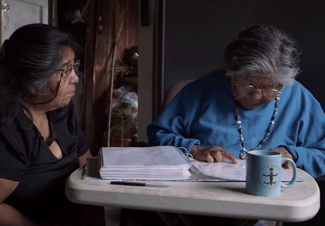 Como esta mulher está escrevendo um dicionário sozinha para que sua língua não morra