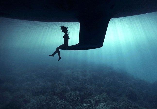 Fotógrafo clica imagens incríveis de seus amigos no fundo do mar
