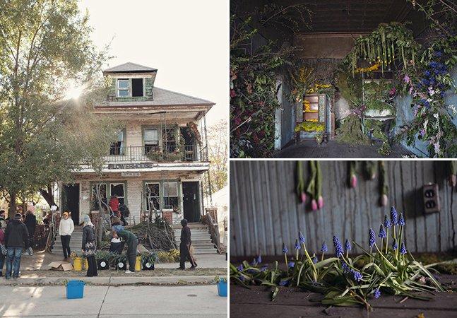 Projeto transforma casa abandonada em incrível instalação com 36 mil flores