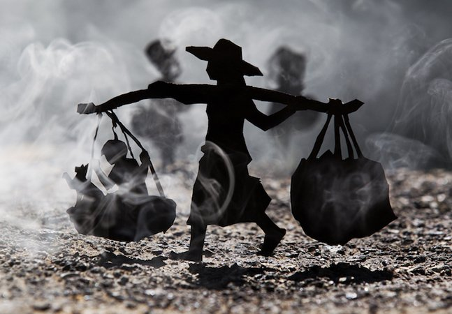 Artista usa papel e muito talento para retratar o passado difícil do Camboja