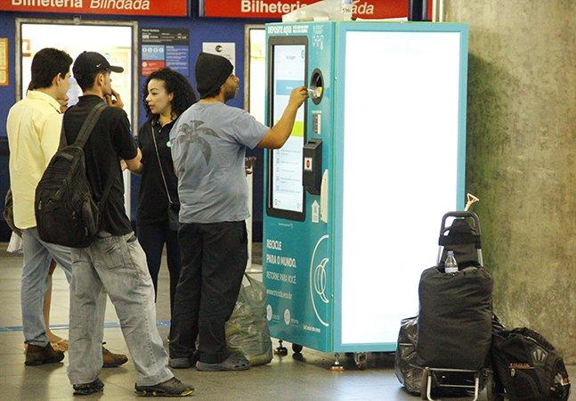 SP permite trocar garrafas PET e latinhas por créditos no transporte público