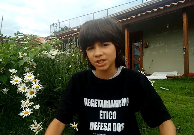 Brasileiro de 11 anos cria canal no YouTube pra contar seu dia a dia como vegano