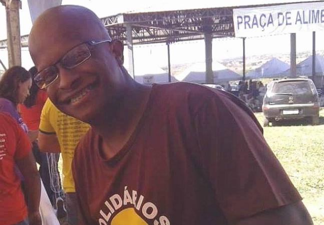 Brasileiro entrega seu currículo em um semáforo e recebe 40 propostas de emprego