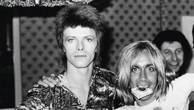 """Com Iggy Pop em Berlim. """"A amizade de David foi a luz da minha vida. Nunca conheci ninguém tão brilhante. Ele foi o melhor"""", disse Iggy"""