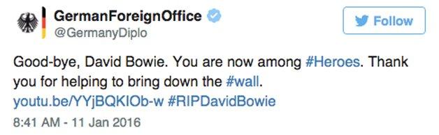 """""""David Bowie. Você agora está entre heróis. Obrigado por ajudar a derrubar o muro"""""""