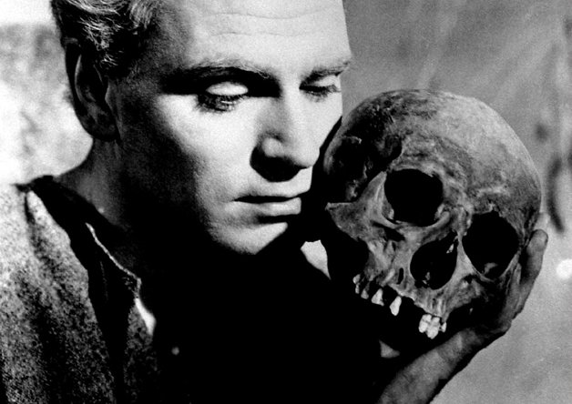 Sir Lawrence Olivier encenando Hamlet, em 1948