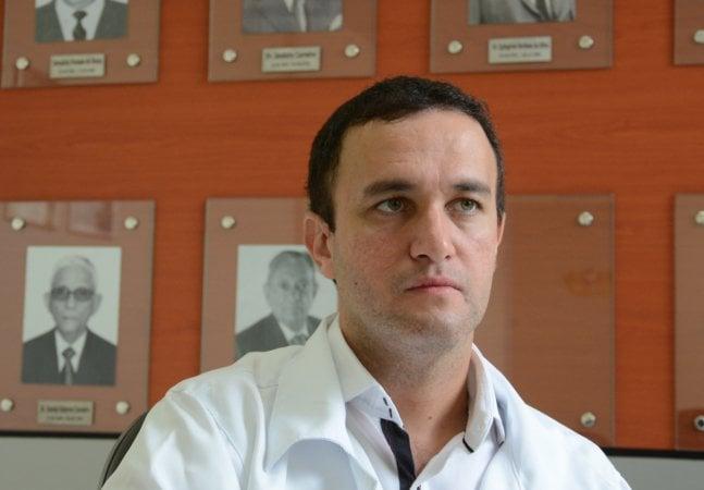Médico brasileiro realiza cirurgia inovadora e freia Alzheimer em paciente