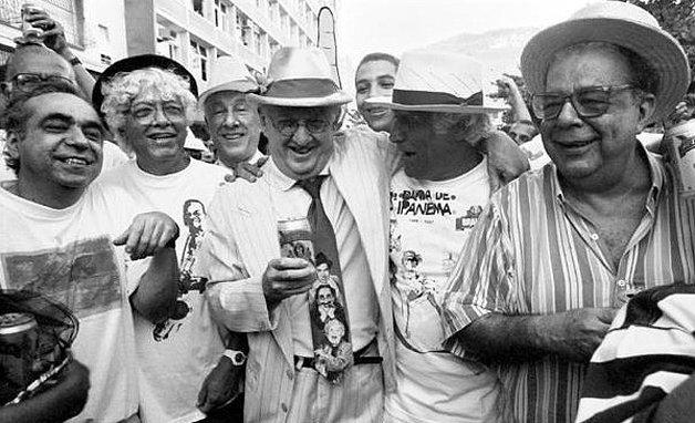 Herminio Belo de Carvalho, Jaguar, Ziraldo e Sérgio Cabral, fundadores da Banda de Ipanema, em desfile nos anos 1990 ©Sandra de Souza