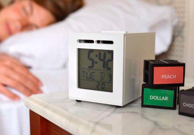 Despertador inovador te acorda com o cheiro de croissant e café